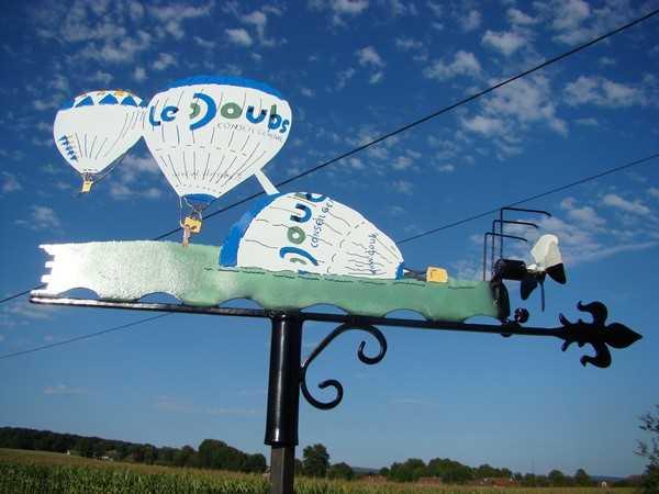 """Girouette """"Montgolfières exposée à la Fête du vent à Arc et Senans"""" - septembre 2013"""