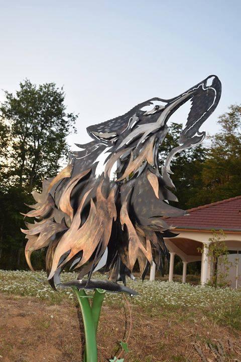 Loup à l'accueil de l'orée du bois